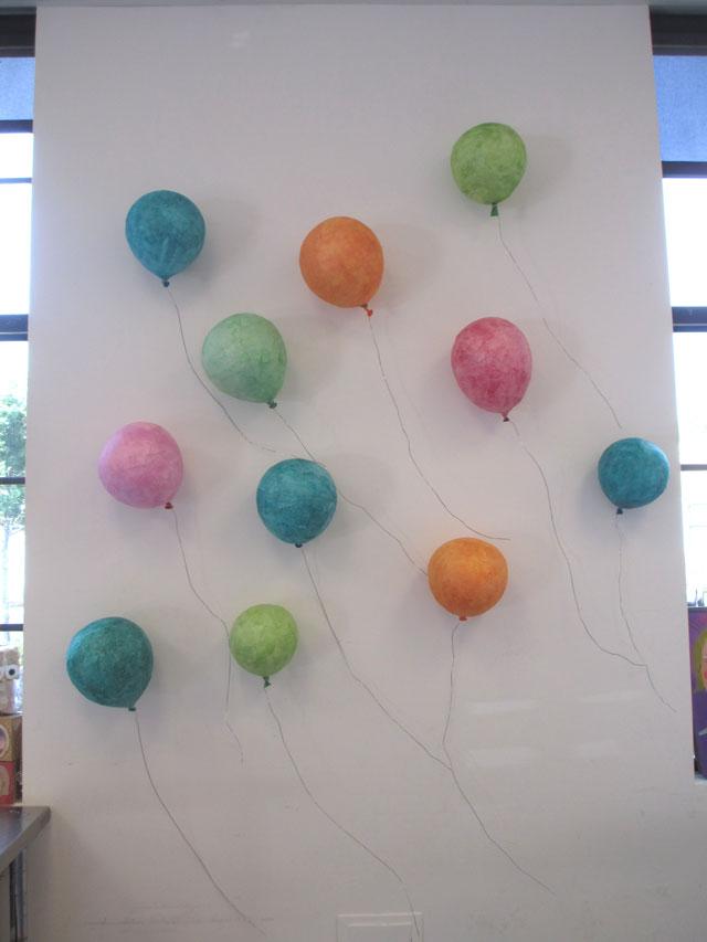 papier mache balloon sculptures   www.smallhandsbigart.com