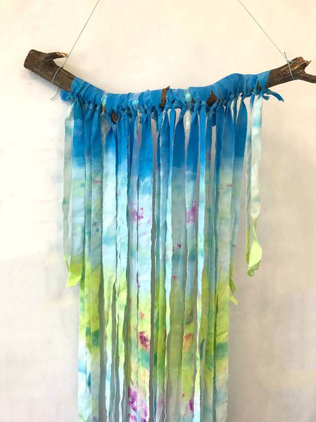 Dip Dye Wall Tapestries // www.smallhandsbigart.com